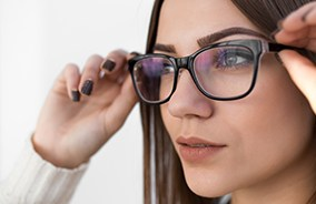 Woman wearing glasses with plastic lenses